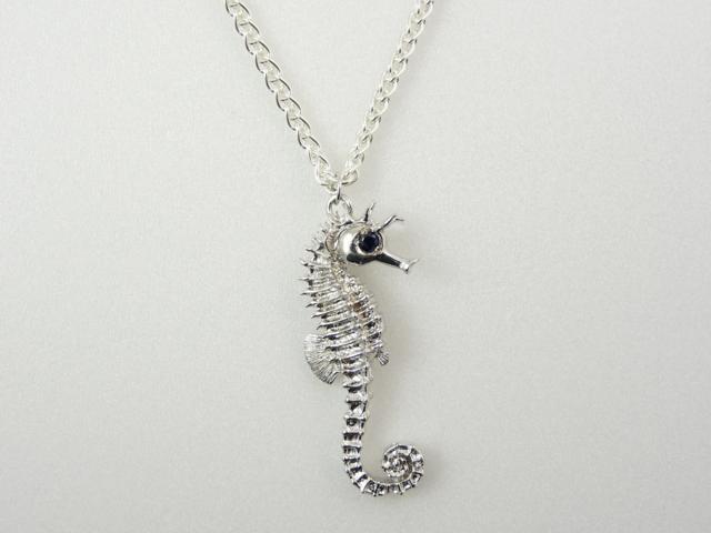 Silver-Sea-Horse-necklace
