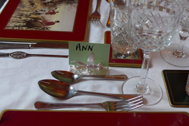 Hen Menu Card Placement